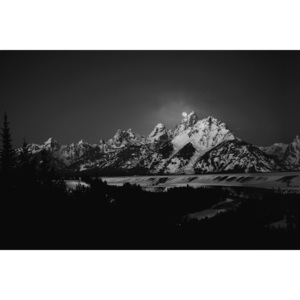 Umelecká fotografia Full Moon Sets in the Teton Mountain Range, Raymond Salani III